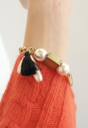 Gold pearl tassel B