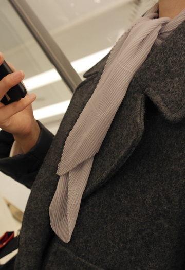 Pleated scarf (gray)