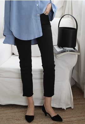 900 black pants