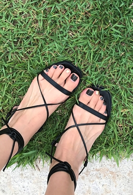 Cross strap sandals (black)