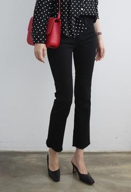 100 black pants