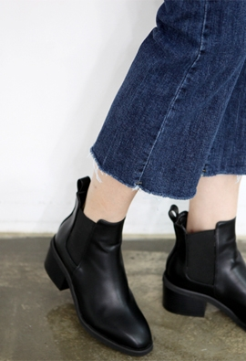 Band ankle boots