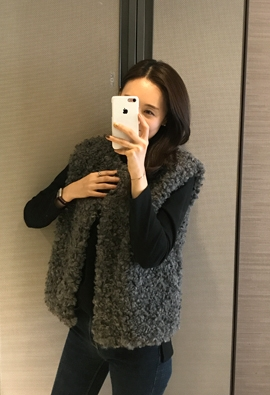 Curly lamb fur vest (charcoal)