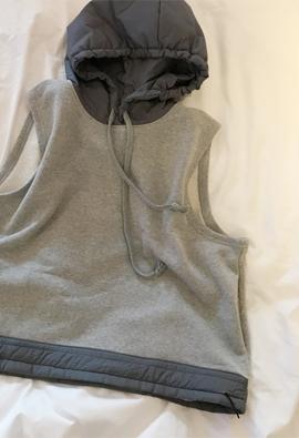[Brushed] Sleeveless hood top