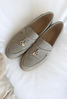 Padlock loafer