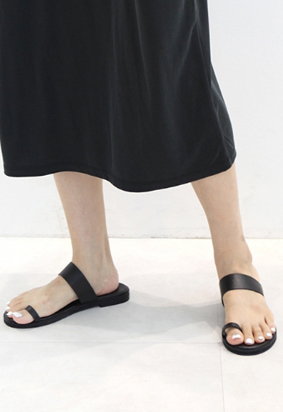 Black toe slipper