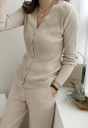 Bumpy V cardigan (beige)