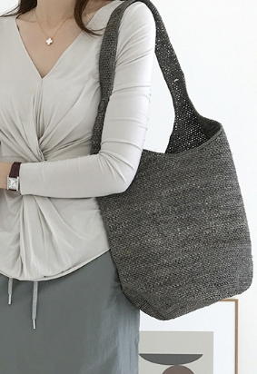 Gray raphia bag