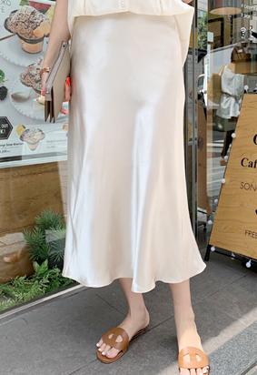 Silky flare skirt (ivory)